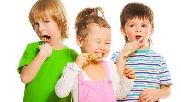 3 children brush their teeth | paedatric dentist coffs harbour